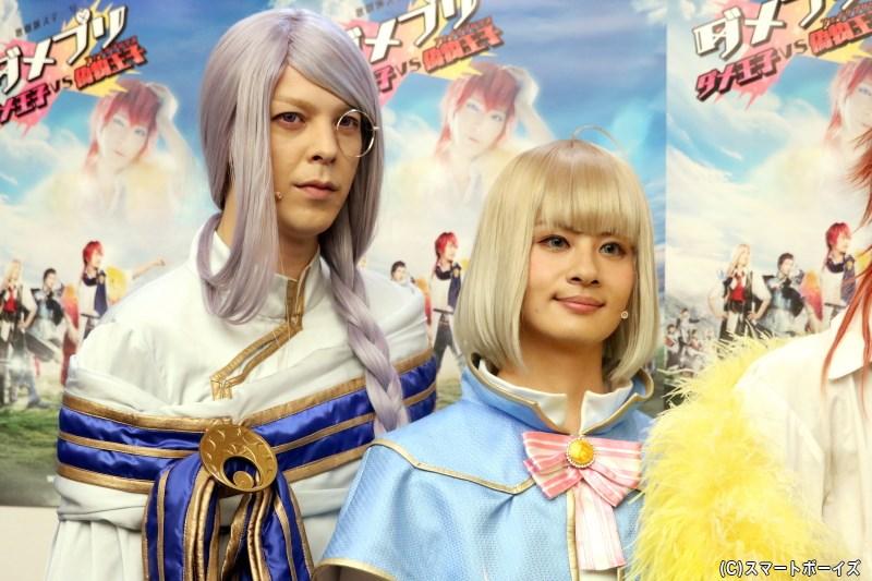 (左から)クロム役の汐崎アイルさん、リュゼ役の大見拓土さん