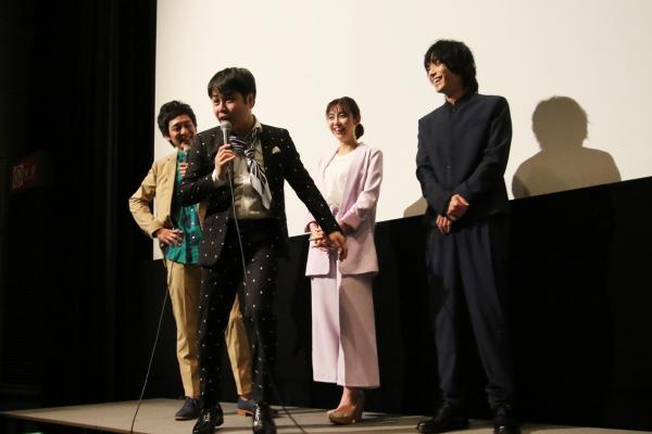 井上さん、主演俳優ながらイジられっぱなしな舞台挨拶に