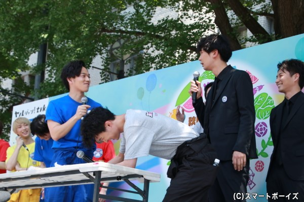 食レポ対決で、竹内さん&山形さんコンビがなかなか食レポをしようとせず、小林さんから突っ込みを受けた場面