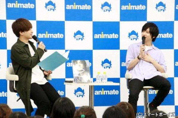 話が止まらない一慶さんのマシンガントークに、MCを務めた声優の山口智広さんもビックリ!