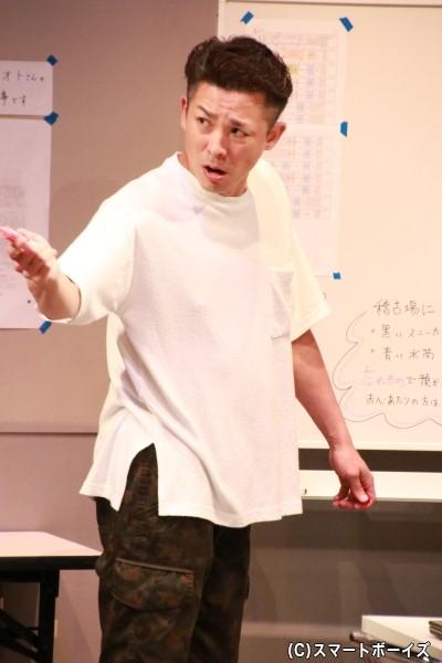 舞台監督・小倉役の森山栄治さん