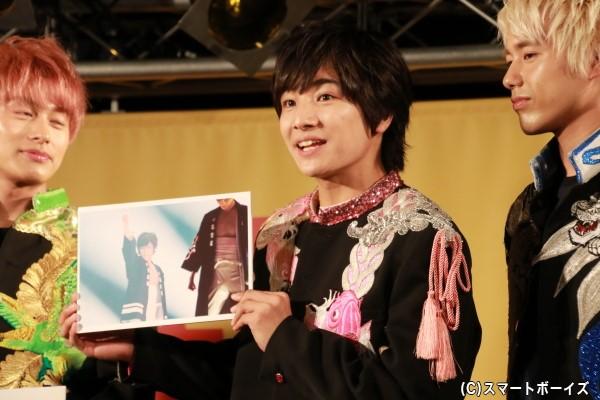 本田さんのお気に入りは、本編の一曲目でまだ緊張しているもののドーム公演にかける思いがにじみ出ているショット