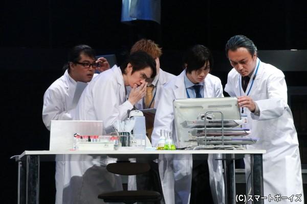 新薬の開発に勤しむ研究者たち