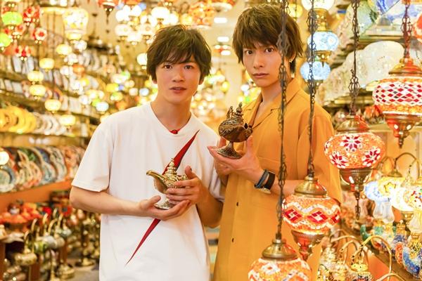 「俺旅。シーズン6」シンガポール編に出演する小澤廉さん(右)と小西成弥さん(左)