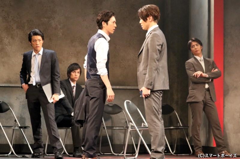 行き詰まる捜査に、松岡智輔(中央・田中稔彦さん)ら刑事たちは焦りと苛立ちを感じ……