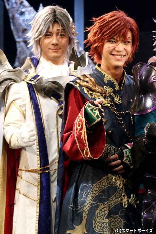 (左から)ザイン役の中村誠治郎さん、クウザ役の三浦海里さん