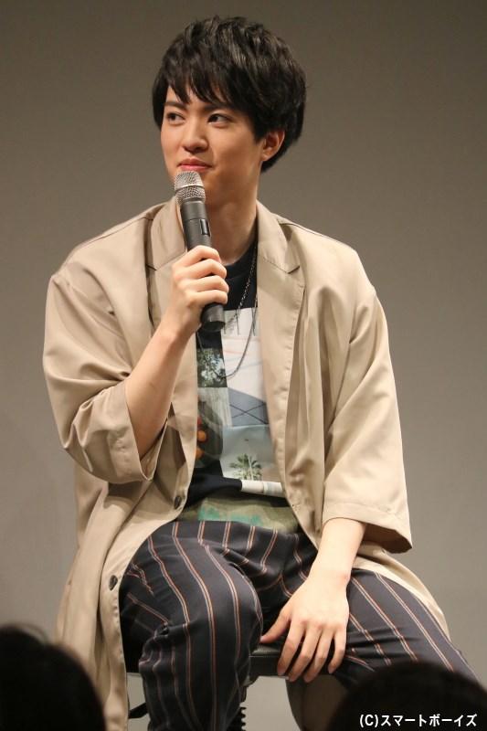 カジュアルなジャケットスタイルで登場した、イベントの主役・大薮 丘さん
