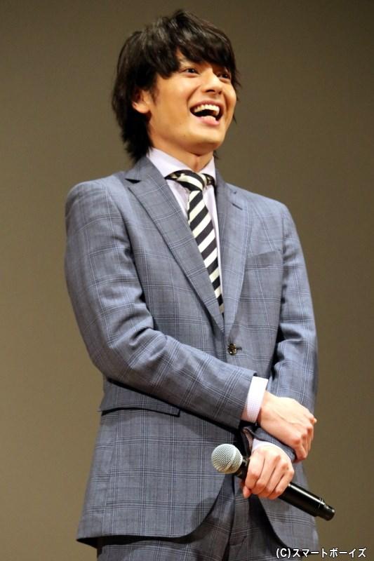 東良啓介役の崎山つばささん