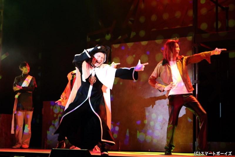 口調も特徴的なヘイゼルの登場シーンでは、楽しいダンスと歌声にも注目です!