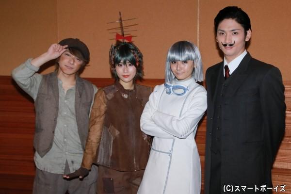 (左より)米原幸佑さん、秋山ゆずきさん、浅川梨奈さん、校條拳太朗さん