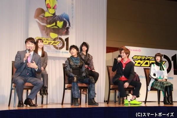 会見中、幾度となく高橋さんと児嶋さんによるボケ&突っ込みの舌戦(?)が繰り広げられていました