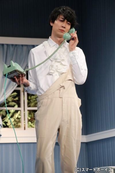 フランクリンは、バーバラ宅の上の階に引っ越してきたゲイのドレスデザイナー