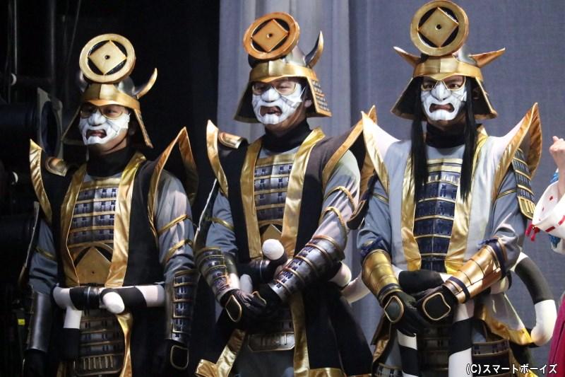 (左から)三好三人衆・三男役の田沼ジョージさん、次男役の久道成光さん、長兄役の喜多野章太郎さん