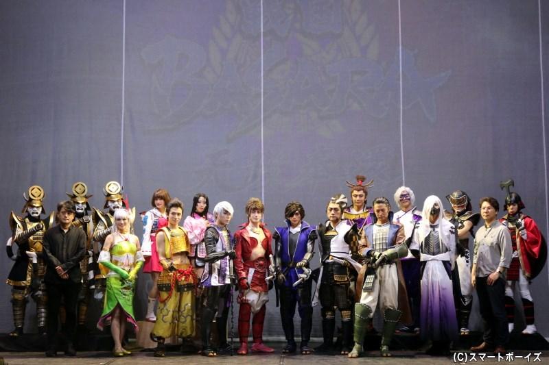 開幕挨拶には構成・演出・映像のヨリコジュンさん(前列左端)、企画・原作監修の小林裕幸さん(前列右端)も登場