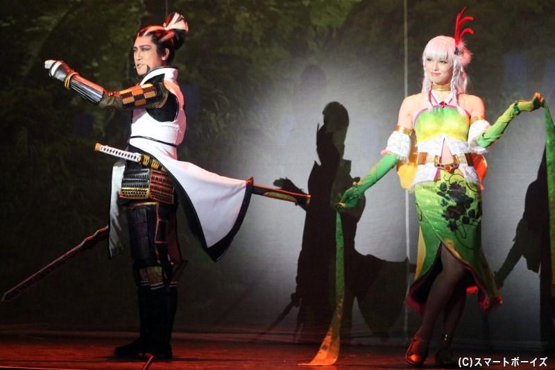 松永久秀役の松田賢二さん(左)、京極マリア役の大湖せしるさん(右)