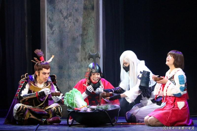 (左から)足利義輝役の久保田秀敏さん、小早川秀秋役の高岡裕貴さん、天海役の瀬戸祐介さん、鶴姫役の出口亜梨沙さん