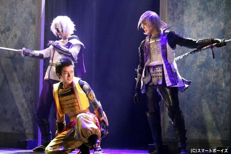徳川家康役の永田聖一朗さん(手前左)、石田三成役の沖野晃司さん(右)