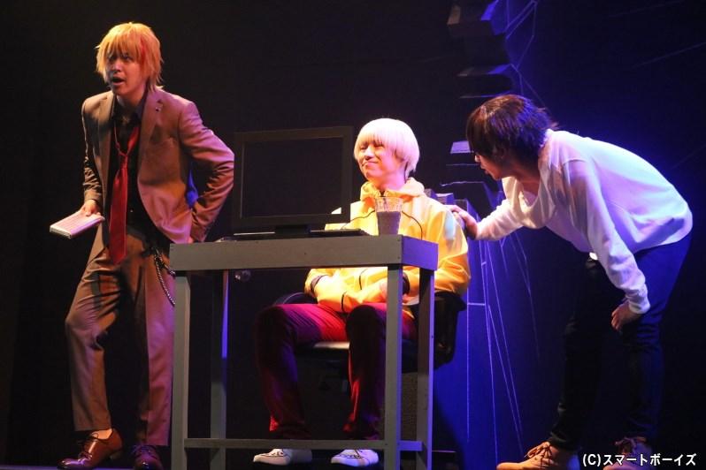 馬場は天才ハッカー・榎田(中央・戸田翔さん)、ホストの大和(左・窪田翔さん)の力を借り、林の復讐相手へと迫っていく