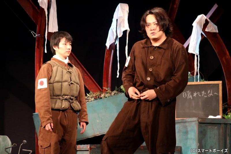 敷井役の石井 凌さん(左)、大平役の宮下雄也さん(右)