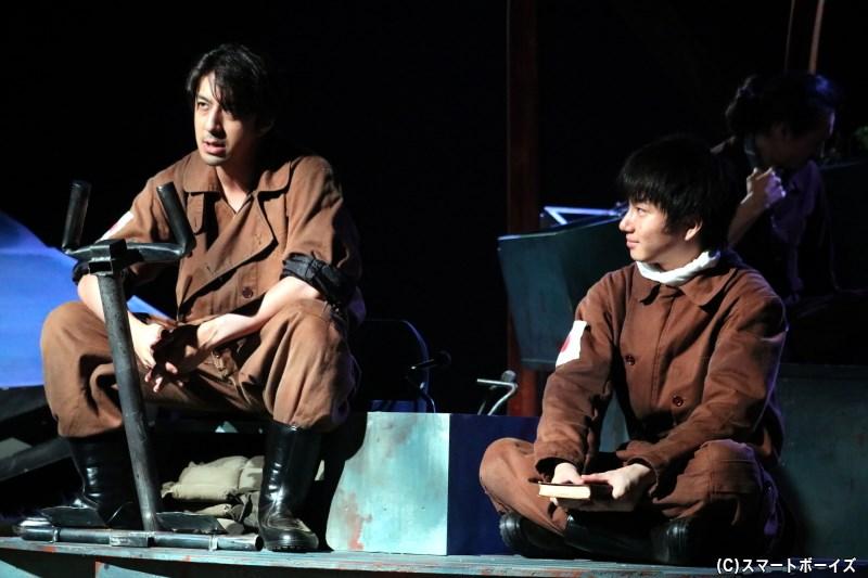 後藤役の松本寛也さん(左)