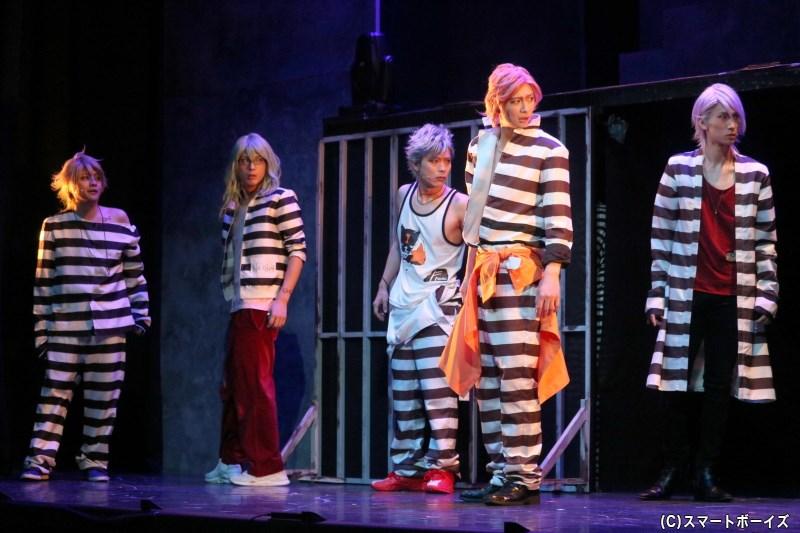 曲者揃いのCR:5の幹部4人を連れ、ジャンは脱獄に挑むことに!