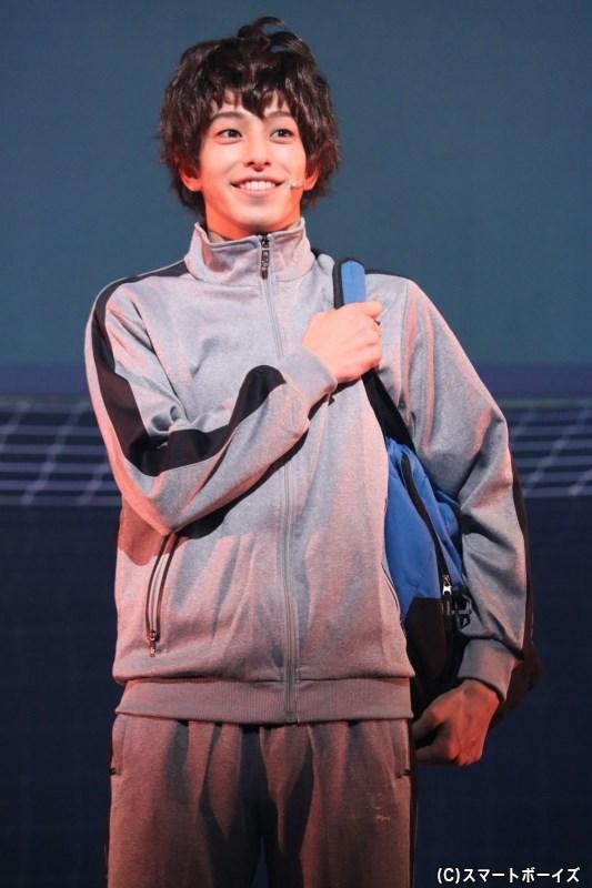 愛媛でサッカーに打ち込んでいた、中学三年生の青井葦人(杉江大志さん)