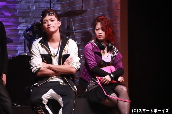 藤田富さん演じる蜂谷(左)は、「義琉怒(ギルド)」の構成員