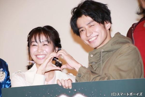 フォトセッションでは、武田さん&高田さんのハートマークも披露
