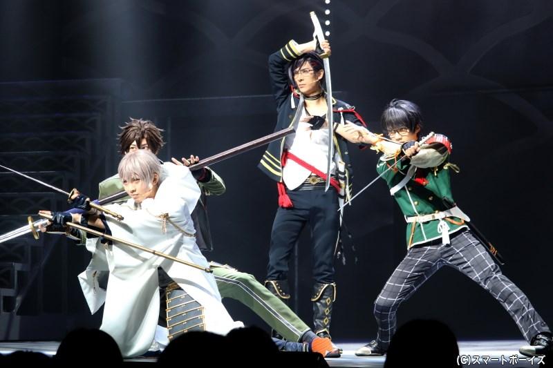 一方、審神者の命により鶴丸国永を隊長とした4振りの部隊が編成される