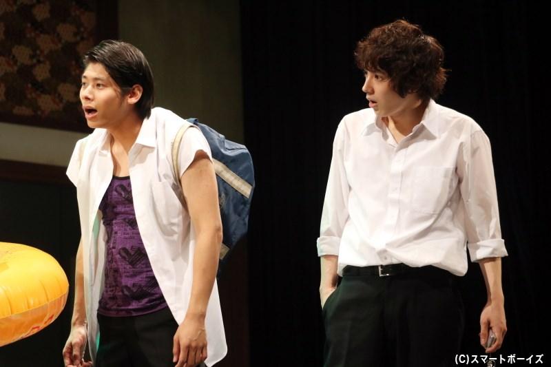 (左から)コウセイ役の毎熊宏介さん、リョウジ役の岩崎良祐さん