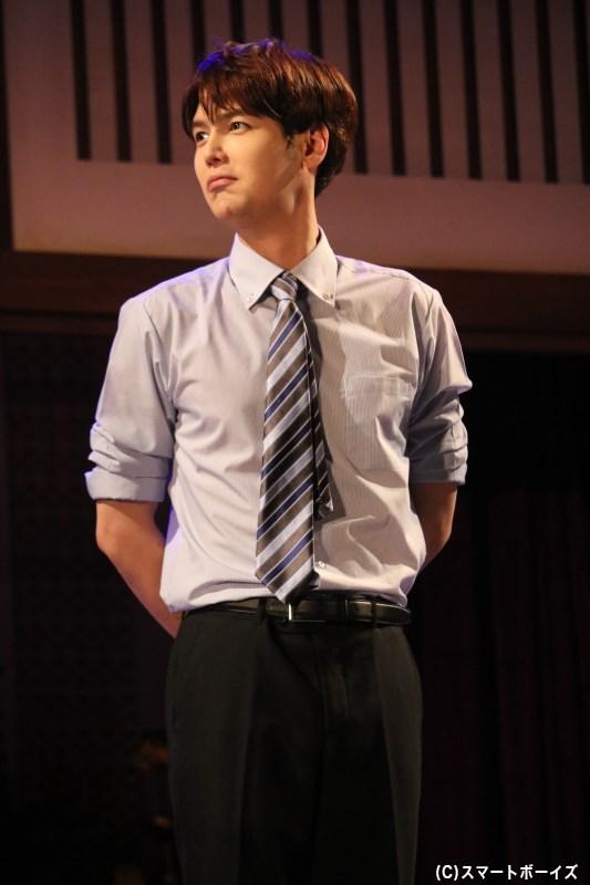 """""""地獄の夏合宿""""では新任教師、彼らの再会にも顔を出したチャン先生役のジヒョクさん(SUPERNOVA)"""