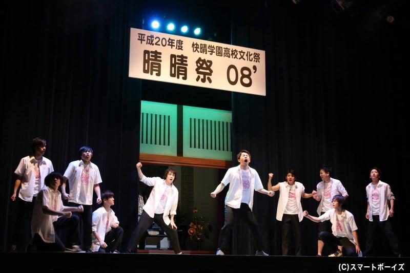 """""""地獄の夏合宿""""を終えると、他校の女子たちが見守る文化祭のステージが開幕!"""