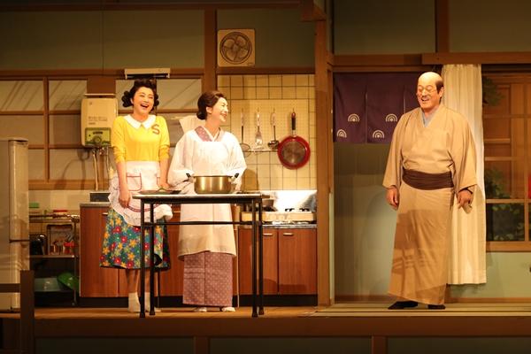 舞台「サザエさん」左から藤原紀香、高橋惠子、松平健