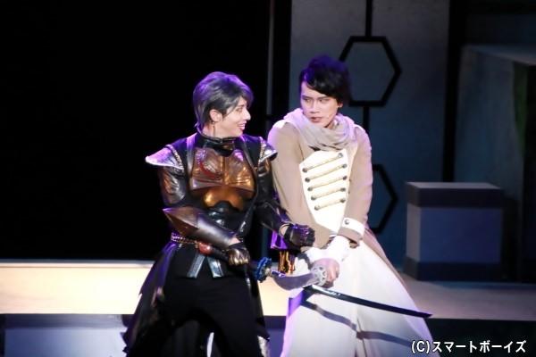 白柏寿大さん演じるルーク・バセンとジャグラス ジャグラーによる殺陣シーン