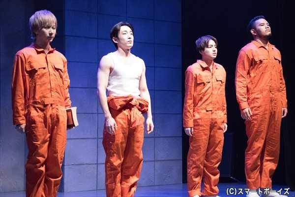 隣の302号室のメンバー(左より古畑恵介さん、テジュさん、高田淳之介さん、大久保圭介さん)