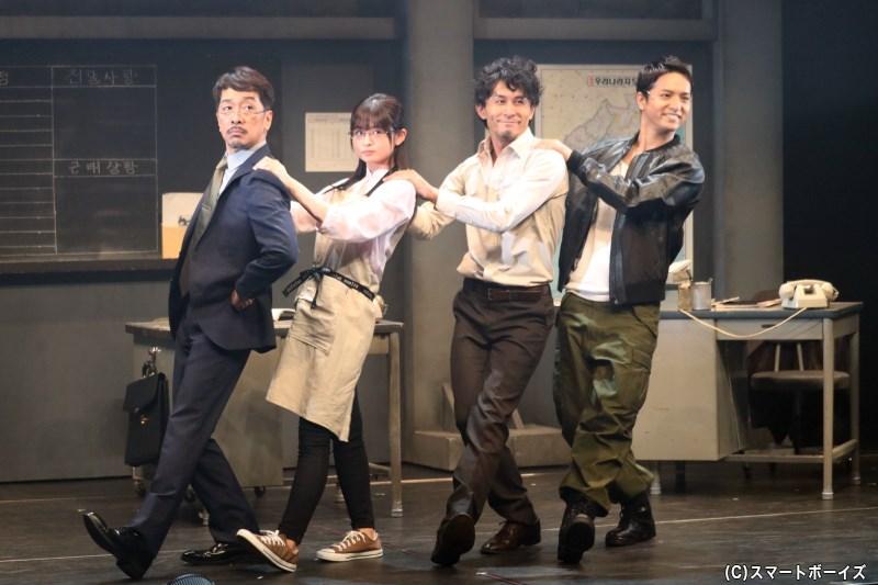 キム・セゴン課長役の栗原英雄さん(左端)、パク・ダルホ刑事役の高山猛久さん(左から3番目)