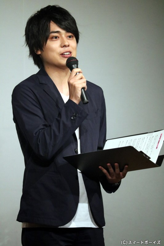 小坂さんとは舞台で共演、軽快にMCを務めた永松文太さん
