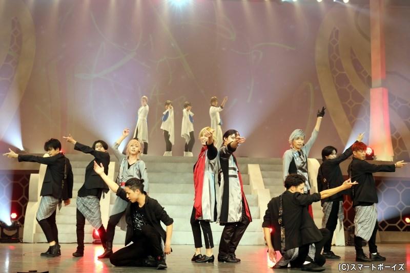2幕ではSolidS・QUELLのパフォーマンスが楽しめる、華やかなダンスライブへ!