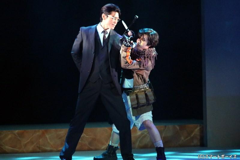 (左から)一嶋晴海役の内田裕也さん、及川昴流役の三原大樹さん