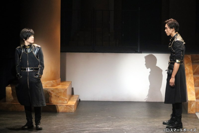 (左から)御池万夜役の長江崚行さん、杉浦レネ役の近藤頌利さん
