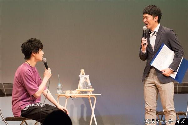 MCのせとたけおさん(右)と、息ピッタリのトークに会場からは笑いが