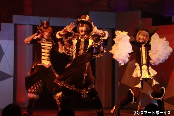 RE:BERSERK (左より)十文字蛮役の雨坂亮汰さん、エヴァ・アームストロング役の吉田大輝さん、山野辺澪役の伊地智頼統さん