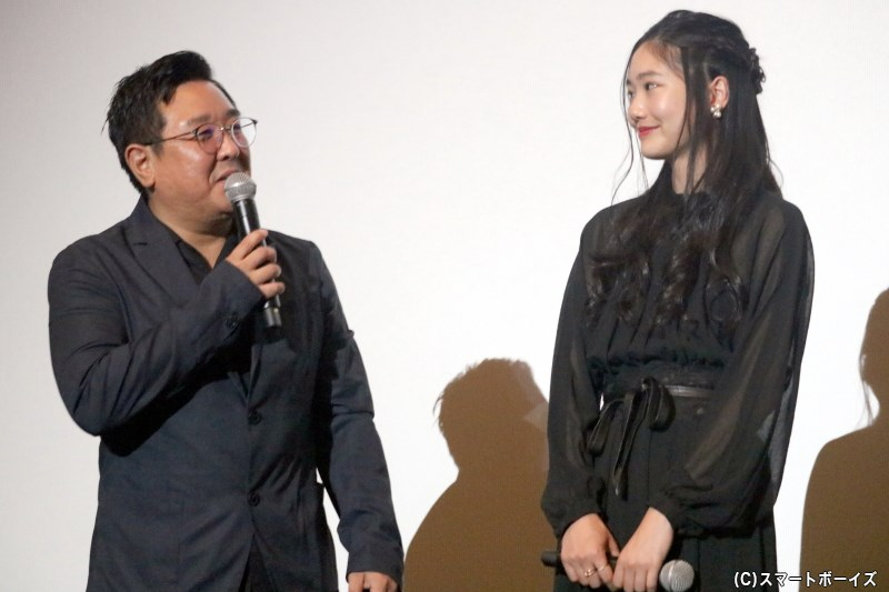 (左から)堀内博志監督、高田 泉役の伊藤歌歩さん