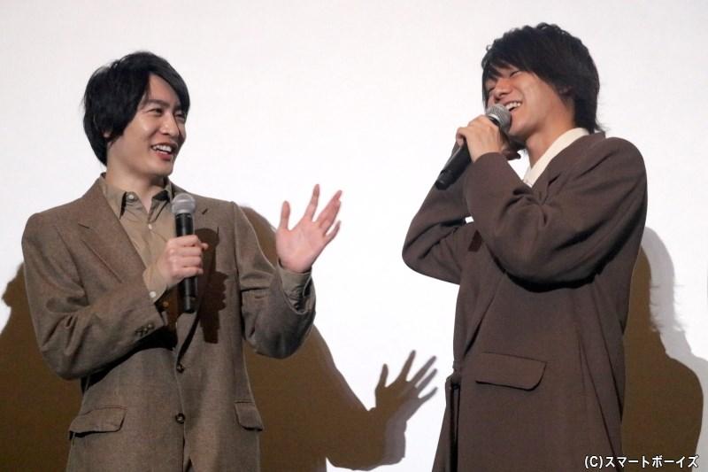 北川さんは、吉村さんが人の話を聞くときの姿勢を再現!?(笑)