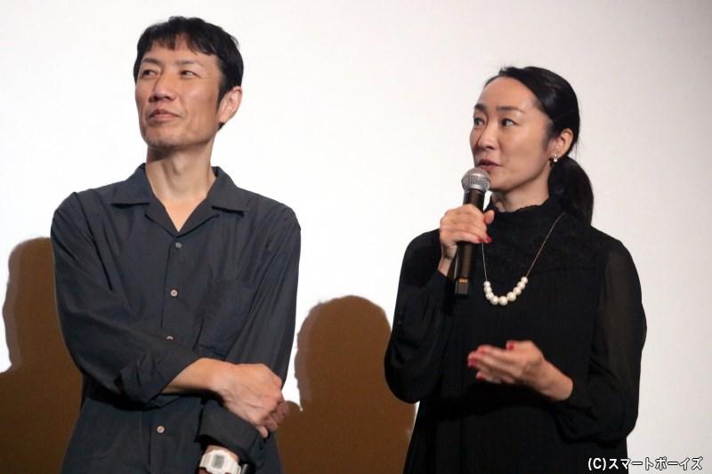(左から)小宮久作役の那波隆史さん、小宮佳奈恵役の森田亜紀さん