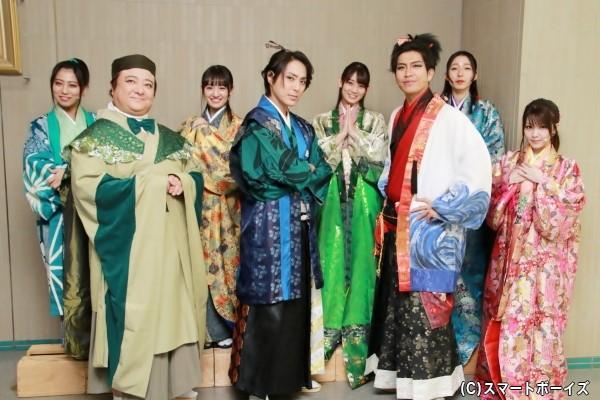 (前列左より)彦摩呂さん、沖野晃司さん、鶏冠井孝介さん、田中れいなさん (後列左より)坂本遥奈さん、咲良菜緒さん、秋本帆華さん、大黒柚姫さん