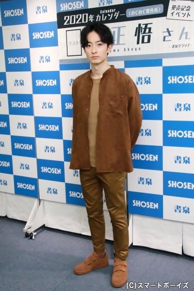 この日の衣装も濱さんの私服。カレンダーには収録されていない貴重なショット