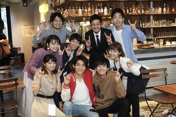 劇メシ-BetsuBara-『ハイイロキツネは二度遠吠(うた)う』神奈川公演には、太田裕二さん(前列左から2人目)、林勇輝さん(前列左から3人目)、海老澤健次さん(後列左から2人目)らが出演!