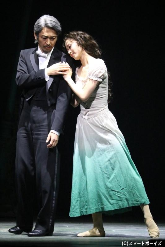 オペラ座の元支配人・キャリエール(岡田浩暉さん)は、秘められた過去を語り始める