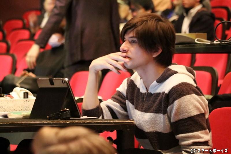 ゲネプロでは、城田さんは演出家として客席からステージを見つめていました